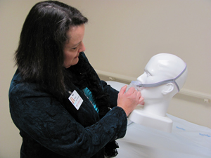 Gwendolyn Crenshaw, family nurse practitioner (FNP) and educator at Parkwest Sleep Disorders Center, enjoys listening to patients and finding the perfect device or appliance to help them achieve their best sleep. Here, she demonstrates how to properly wear a CPAP device.